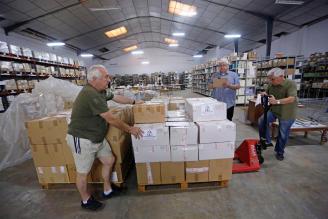 La Biblioteca Solidaria necesita voluntarios para clasificar sus 300.000 libros para las misiones