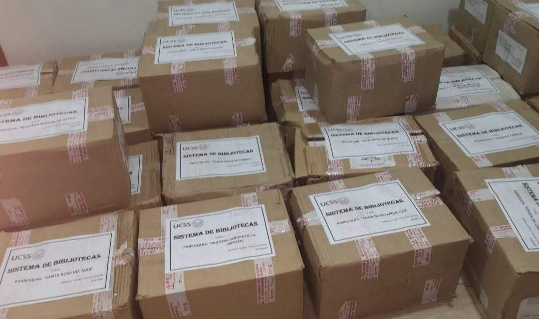 Reparto de los libros enviados a Perú
