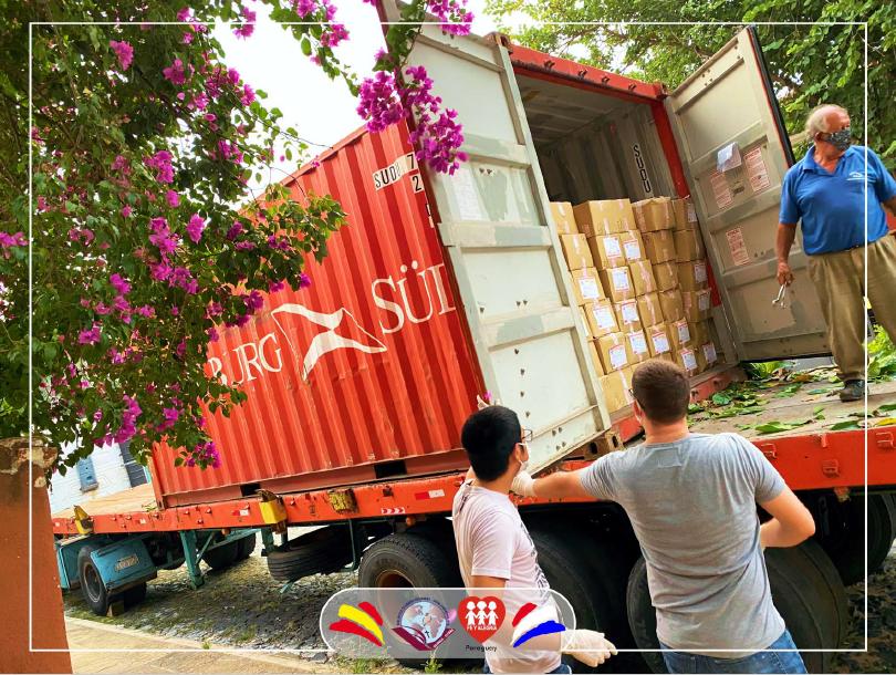Recepción de envío de material en Paraguay